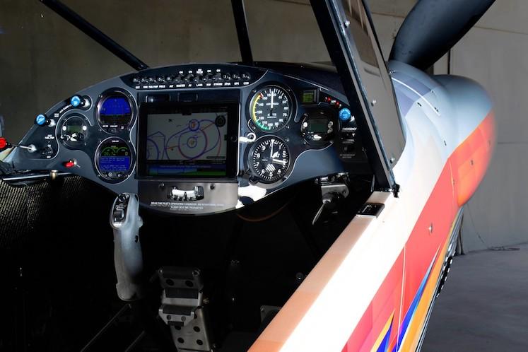Felipe Pantone x Carbon Cub – INTR3PID Aeroplano3