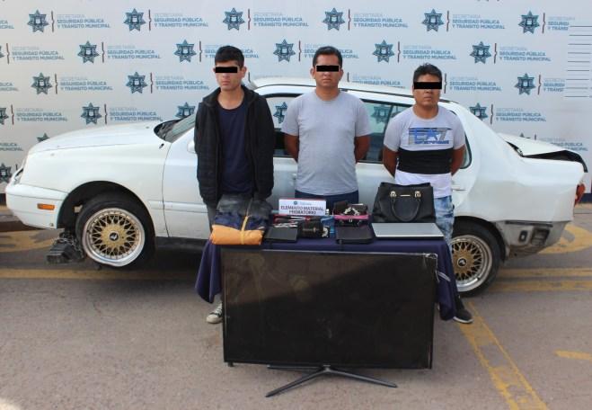 MEDIANTE PERSECUCIÓN, DETUVO POLICÍA MUNICIPAL DE PUEBLA A TRES HOMBRES POR ROBO A CASA HABITACIÓN