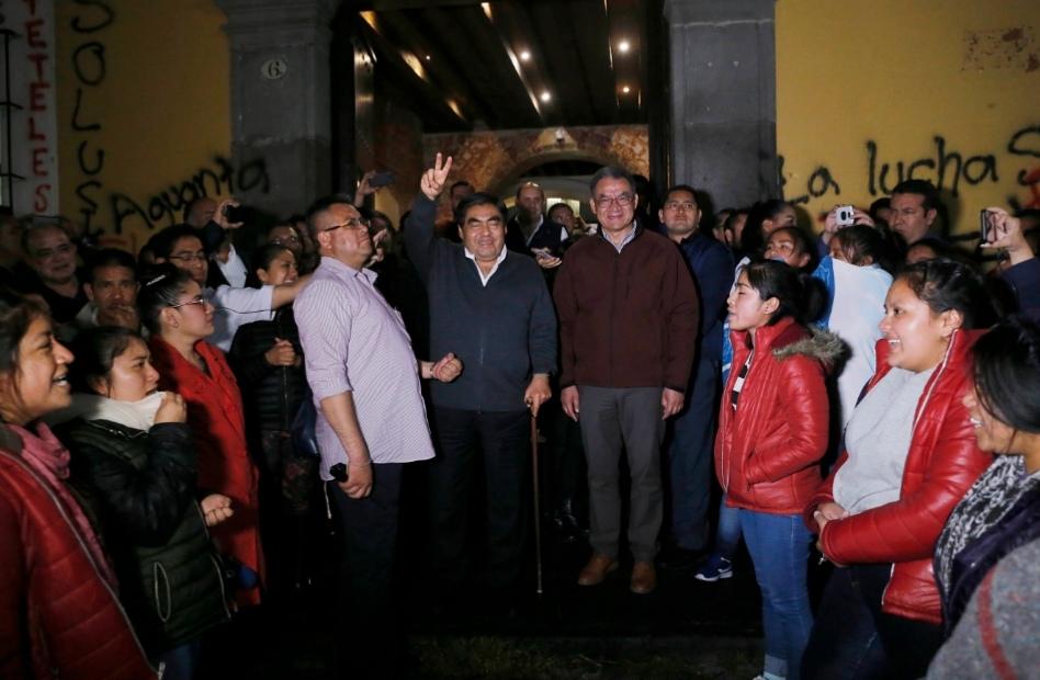 GOBERNADOR Y NORMALISTAS DE TETELES CONCRETAN ACUERDOS