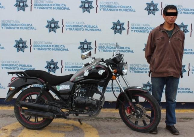 DETUVO SSPTM DE PUEBLA A HOMBRE POR ROBO DE MOTOCICLETA