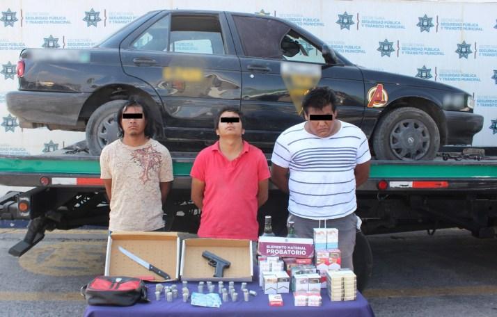 MEDIANTE PERSECUCIÓN POLICIAL, DETUVO SSC DE PUEBLA A TRES PROBABLES ASALTANTES DE TIENDA OXXO