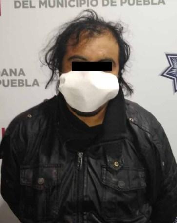 DETUVO POLICÍA MUNICIPAL DE PUEBLA A HOMBRE POR ROBO DE VEHÍCULO