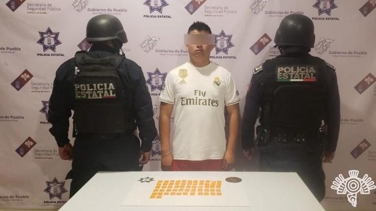 EN TEHUACÁN , POLICÍA ESTATAL DETIENE A PRESUNTO NARCOMENUDISTA