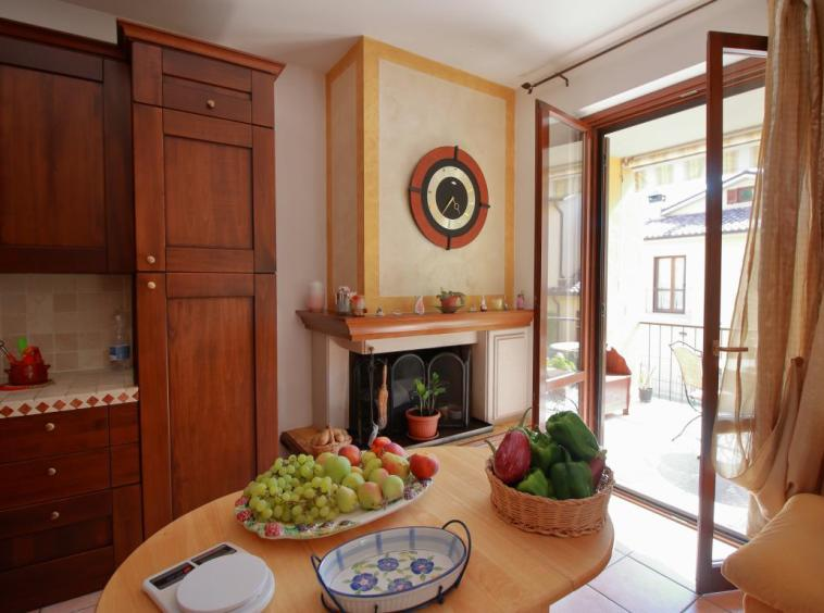 22 - Amelia - Strada del Fondo - Villa Trifamiliare - Cucina