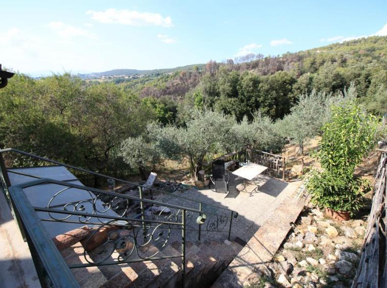 20 - Poggiolo - Calvi dell'Umbria - Accesso Giardino