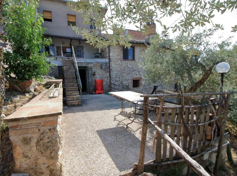 23 - Poggiolo - Calvi dell'Umbria - Giardino con accesso piano sottostante