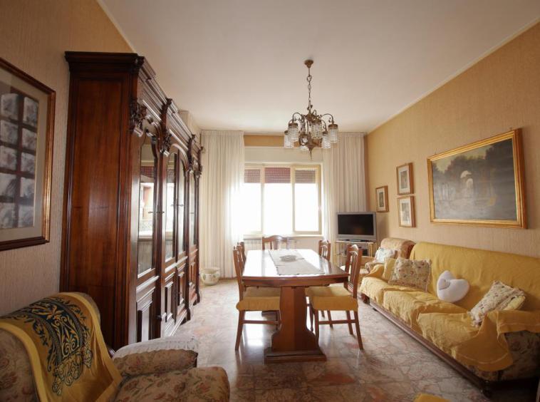 3 - Amelia - Via Primo Maggio - Salone