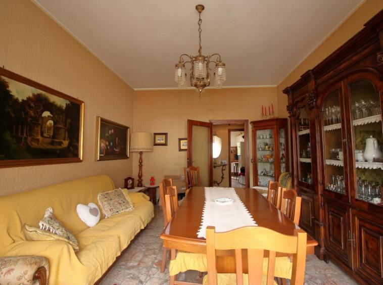 5 - Amelia - Via Primo Maggio - Salone