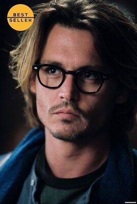 Johnny Deep wears round glasses