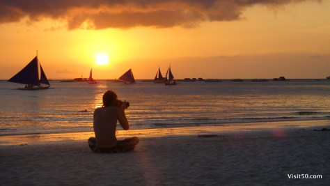 photographer captures the Boracay sunset with his SLR camera