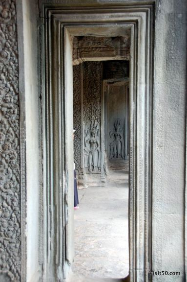 devata at the entrance of Angkor Wat