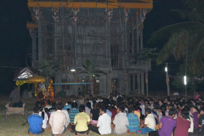Sampeas Preah Khe (Moon Salutation) ceremony in the pagoda