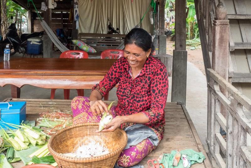 Making Num Ansom (sticky rice cake)