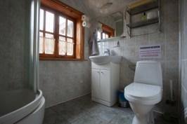 """Toaleta na piętrze, noclegi nad Biebrzą, gospodarstwo gościnne """"U Broni"""""""