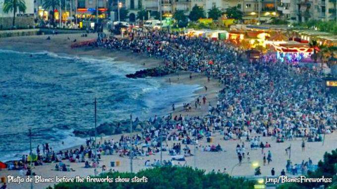 Blanes fireworks crowd on beach
