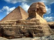 pyramiden und meer