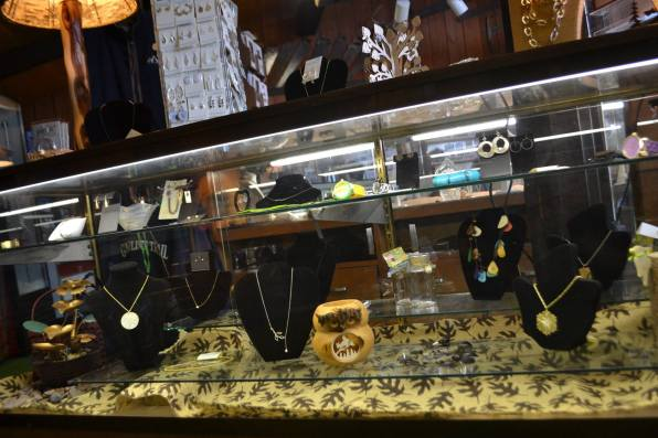 Nor'Wester Gift Shop Jewelry case