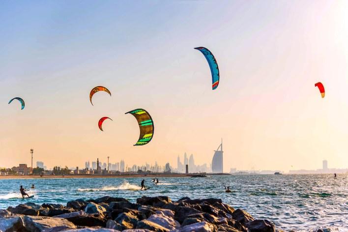 """كايت بيتش""""، وجهة شاطئية رائعة في دبي"""