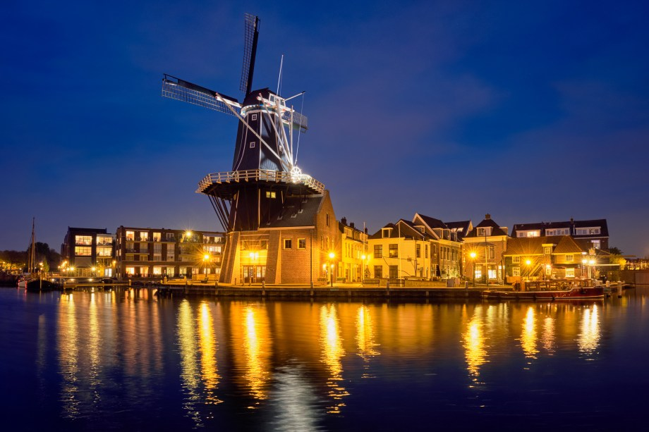 Best Christmas market of The Netherlands | Things to do in Haarlem in December | What to do at the Christmas market of Haarlem | Things to do in Haarlem| Dmitry Rukhlenko -stock.adobe.com