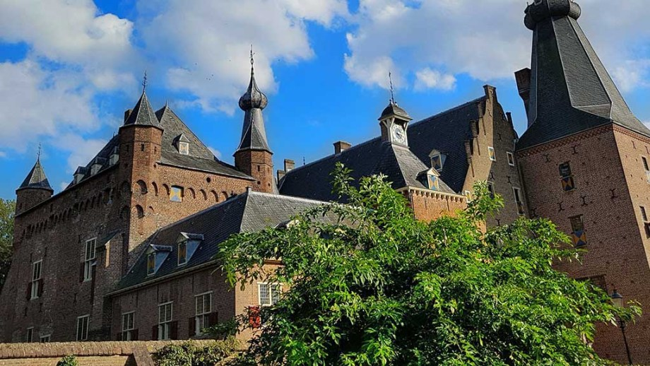 The castle of Doorwerth in The Netherlands is one of the most unknown and beautiful castles in The Netherlands