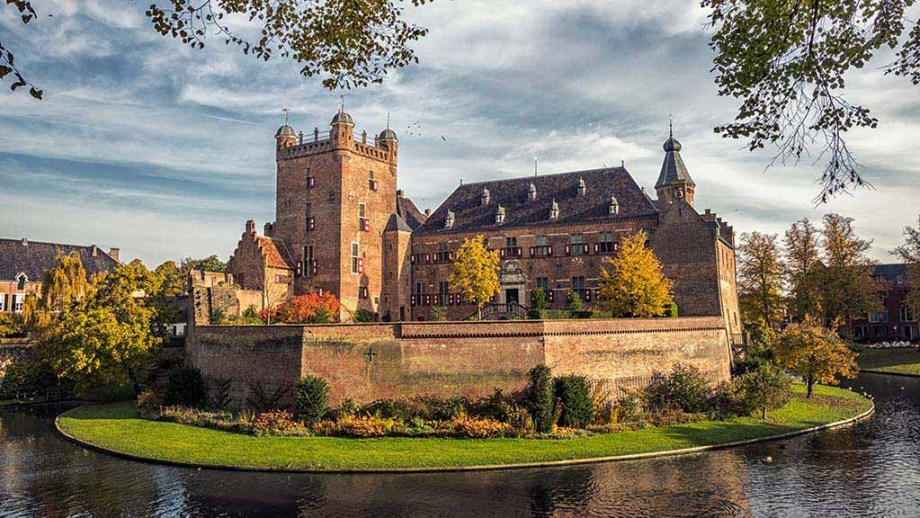 Huis Bergh Castle on a sunny Autumn day in 's Heerenberg, The Netherlands