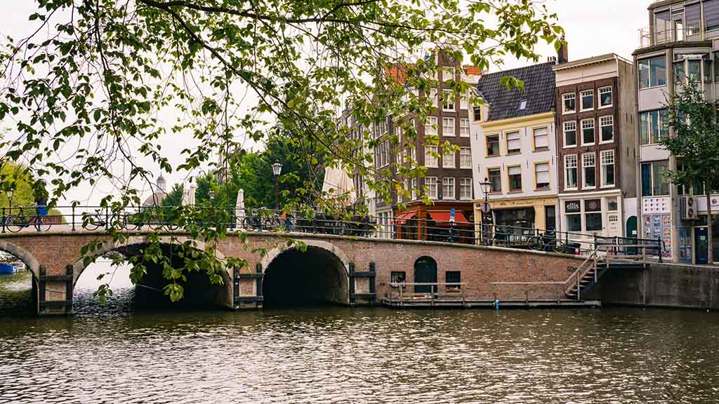 interesting things to do in amsterdam when it rains lazy day
