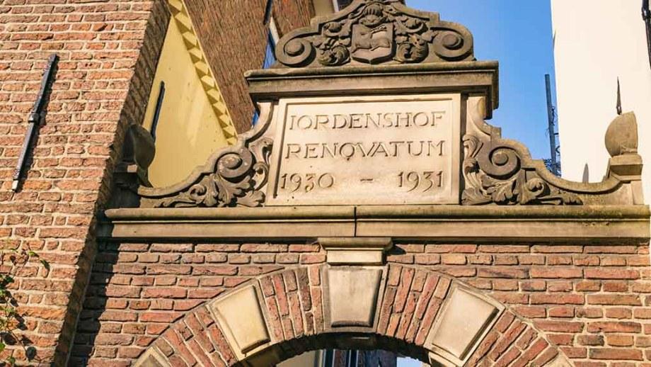 Jordenshof facade in Deventer, The Netherlands: The only remaining courtyard in Deventer