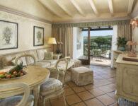 Le Palme suite living room