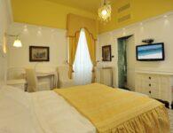 Las Tronas room 1