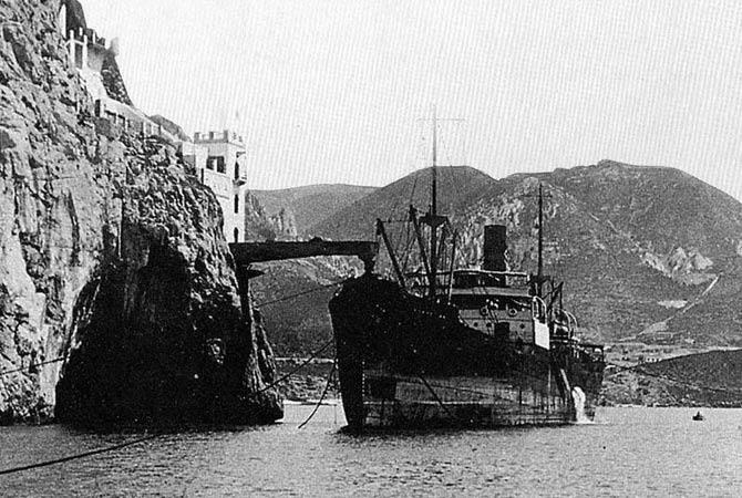 Foto d'epoca di Porto Flavia in funzione