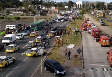 Carro da PM que se envolveu em acidente com quatro mortos estava a 138 km/h, diz laudo