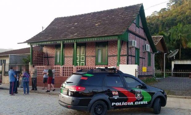 Após roubar carro de igreja e bater em padre, homem é preso suspeito de matar a mãe em SC