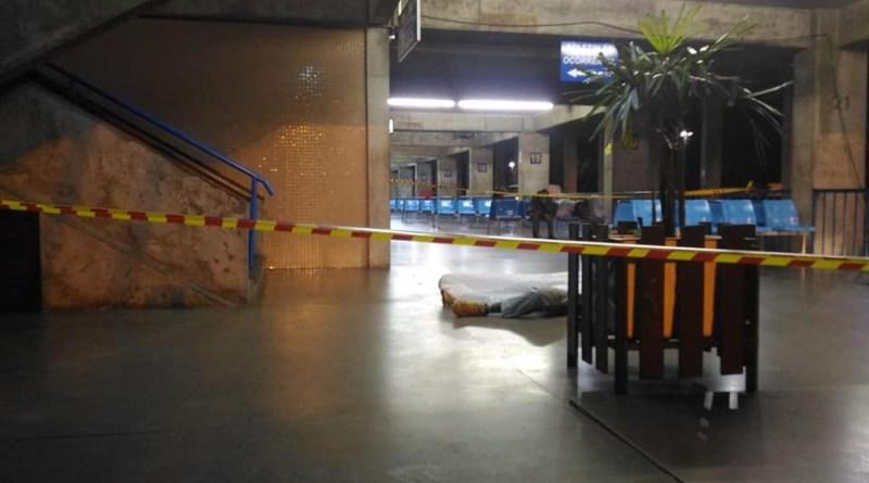 Homem é morto a facadas dentro da rodoviária de Blumenau