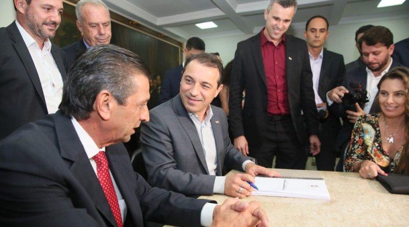 Governo de SC entrega projeto da reforma administrativa à Alesc