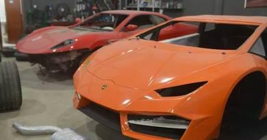 Polícia Civil faz busca em oficina que falsificava Ferrari e Lamborghini em Itajaí