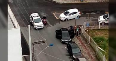 Trio rouba cliente de banco e troca tiros com PMs da reserva em Itajaí
