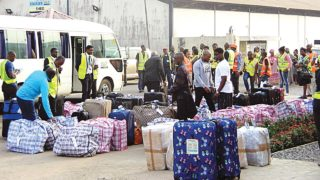 Photo of 90 Nigerians deported from S/A