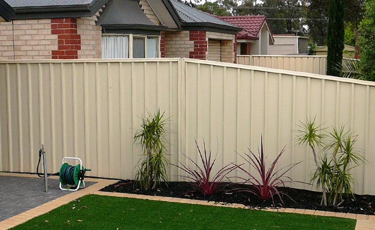 Sloping Good Neighbour Fence