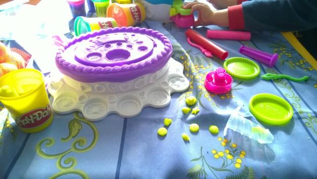 torta pasticciona play doh (7)