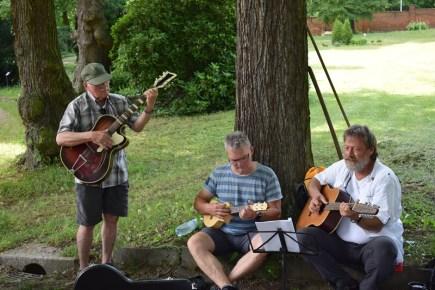Singen im Arboretum, dem Baumpark Iin Plauen