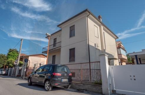 Casa indipendente a Cesena in vendita in zona Vigne