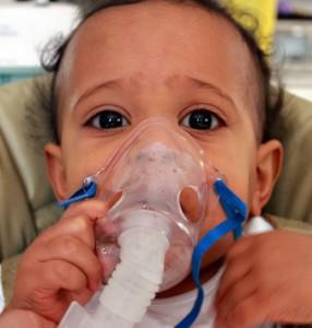 Rawatan di hospital bila anak-anak batuk dan selsema ~ hidu gas untuk bantu cairkan kahak