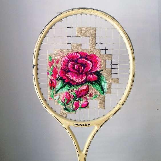 racchetta da tennis con ricamo