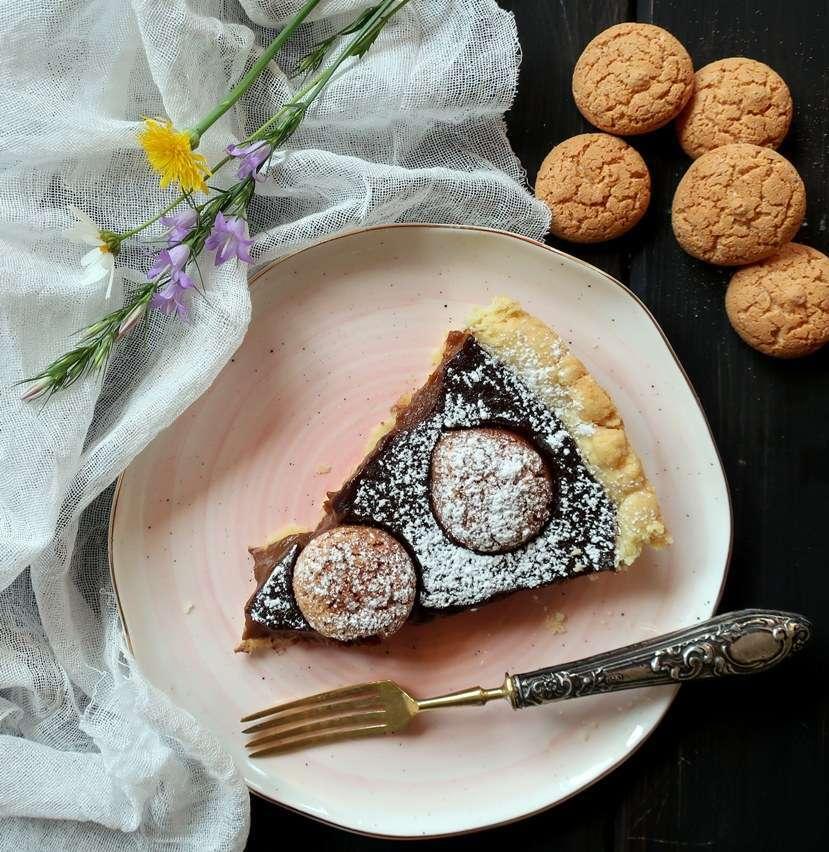 Torta di budino al cioccolato e amaretti
