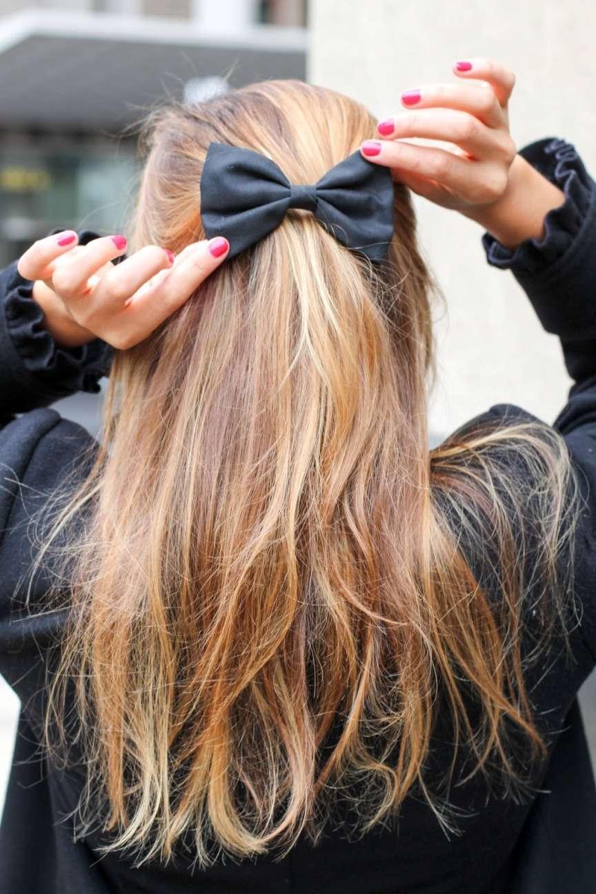 fiocco tra i capelli