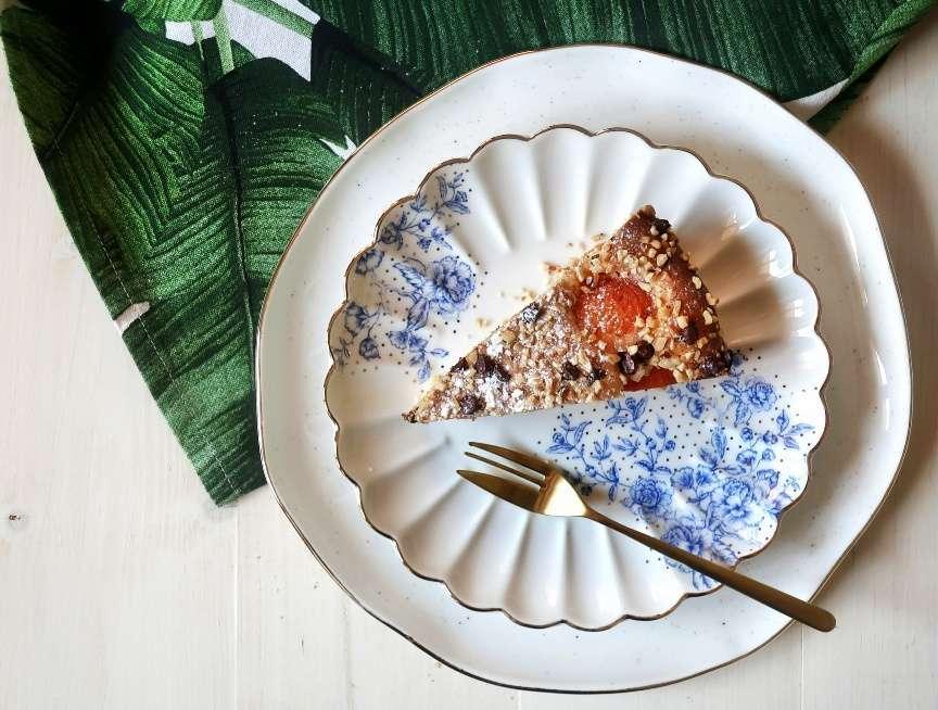 Torta di albicocche e gocce di cioccolato