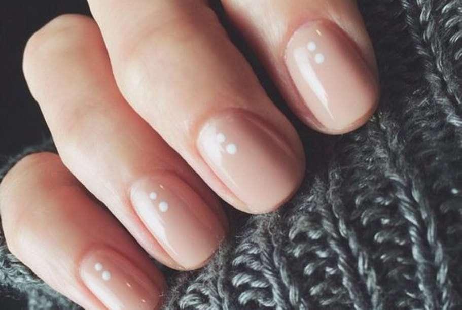 Smalti nude: tutti i colori più belli per le unghie