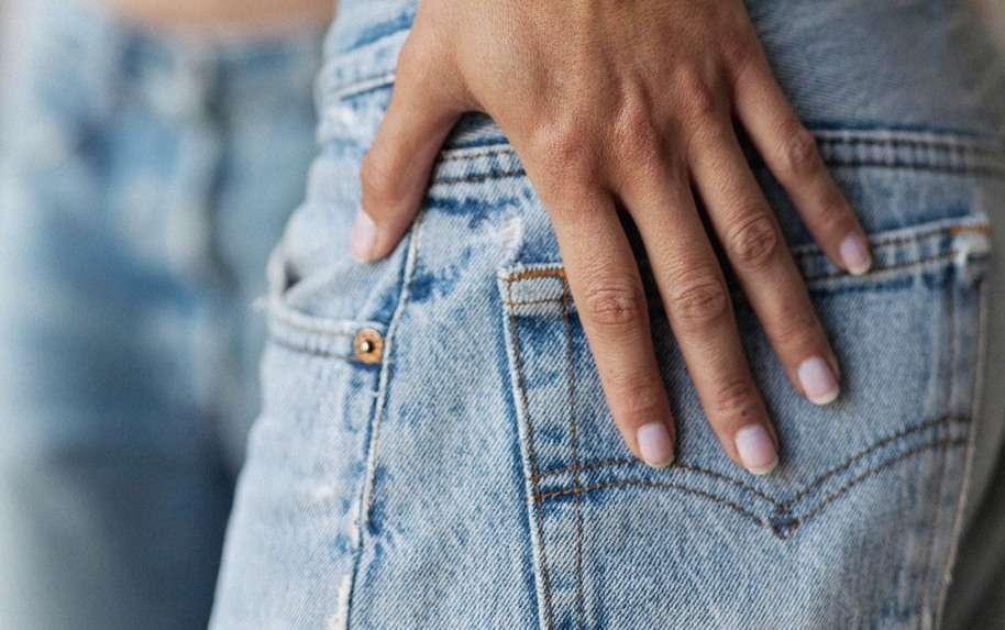 I jeans che vanno di moda adesso (ma ci interessa davvero?)