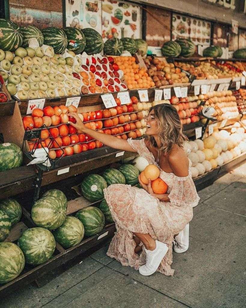 foto al mercato di frutta e verdura