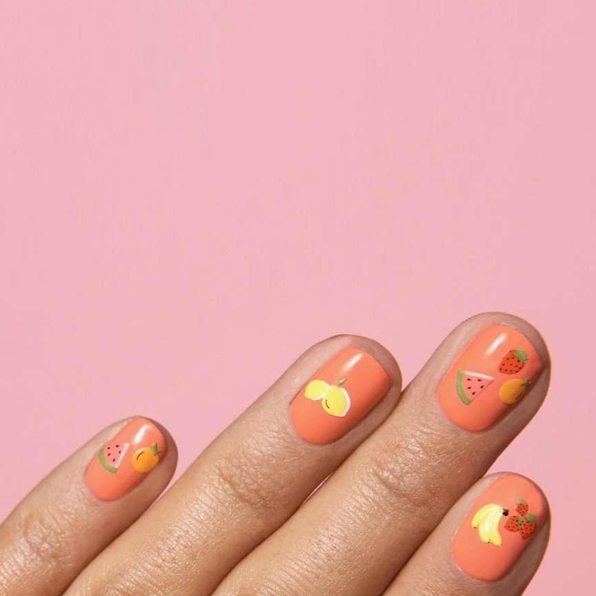 unghie color pesca arancione